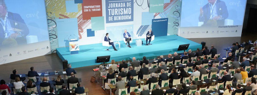 Más de 400 empresarios y directivos ponen en valor el turismo en la VI Jornada de Turismo de Benidorm